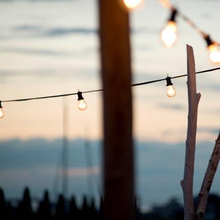 Catenaria Bianca IP44 La catenaria da esterno di colore nero perfetta per decorare e illuminare il vostro spazio aperto. - Bt501