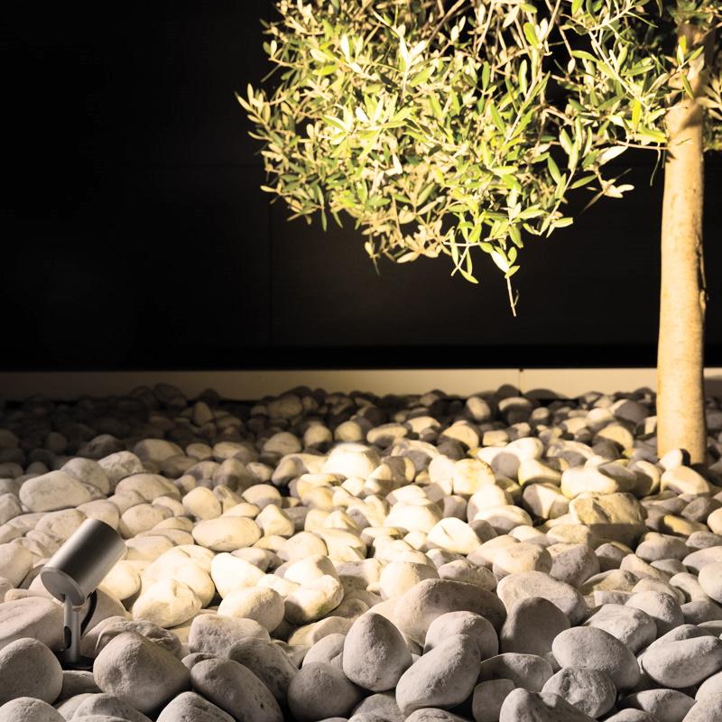 Lombardo Faretto con picchetto Faretto orientabile con attacco a corrente 220V ideale per illuminare le siepi e alberi. - Ll126001M3